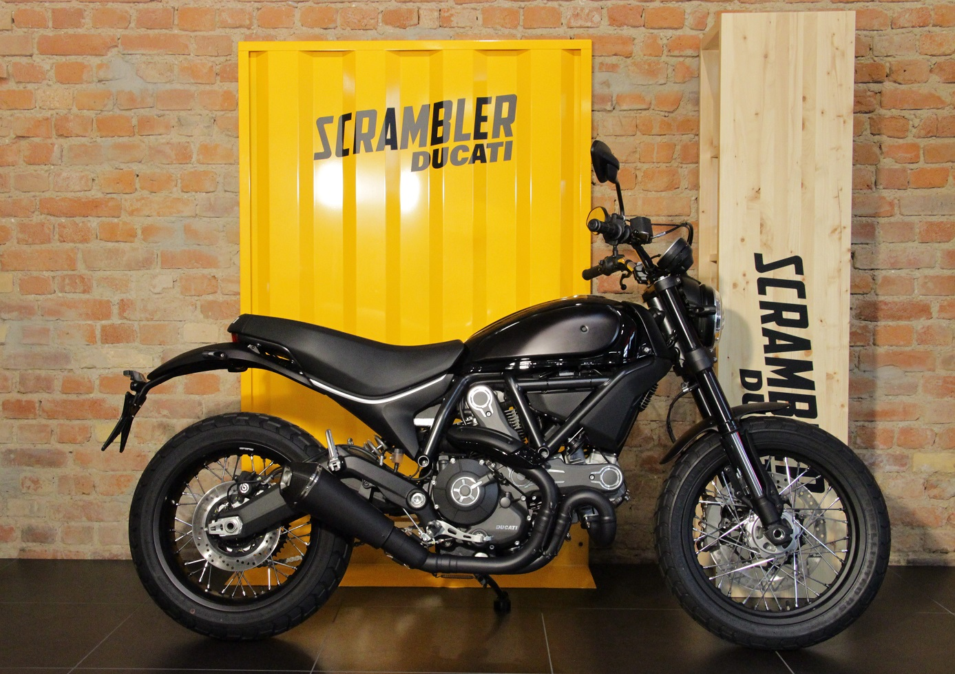 ducati leipzig scrambler special. Black Bedroom Furniture Sets. Home Design Ideas